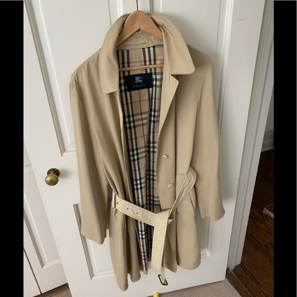 Chic Burberry trench